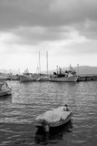 Monochromatyczny wizerunek z łodziami rybackimi Zdjęcie Royalty Free