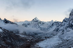 Monochrome горный вид саммита Ama Dablam дальше Стоковая Фотография RF