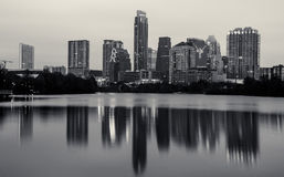 Monochrome логотип лонгхорнов горизонта Остина Техаса в городском пейзаже Стоковое фото RF