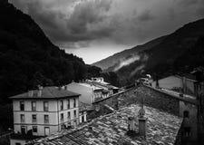 Monochrome de village de montagne image libre de droits