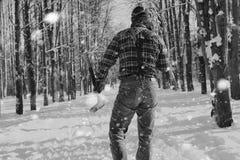 Monochromu krajobrazu mężczyzna z cioską Obraz Royalty Free