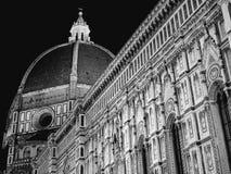 Monocromo de la noche del lado de la catedral de Florencia Imagen de archivo