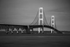 Monocromo del puente de Mackinaw Fotos de archivo