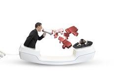 Monofone de telefone com o homem de negócios que grita em um outro homem ilustração royalty free