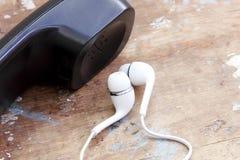 Monofone de telefone velho com auriculares do telefone celular Foto de Stock Royalty Free