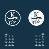 Monograma floral decorativo del vintage Logo Templates caligráfico Letras en la onda Muestra K del emblema Página del diseño Lujo stock de ilustración