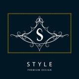 Monogrammgestaltungselemente, würdevolle Schablone Elegante Linie Kunstlogodesign Zeichen S emblem Auch im corel abgehobenen Betr Lizenzfreie Stockbilder
