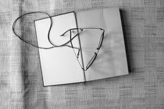 Monokel med boken och pennan royaltyfria bilder