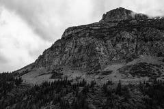 Monokrom bergssida Arkivfoto