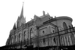Monokrom gammal kyrka Royaltyfri Bild
