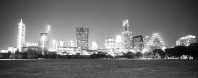 Monokromma i stadens centrum Austin Texas Skyline View Zilker Metropolita Fotografering för Bildbyråer