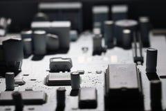 Monokromma microelectronicsbakgrundschiper Royaltyfri Bild