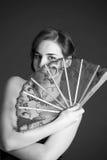 Monokromt foto av flickan med en fan Fotografering för Bildbyråer