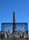 Monoliten och porten, central skulptur av Vigeland parkerar, Oslo arkivbilder