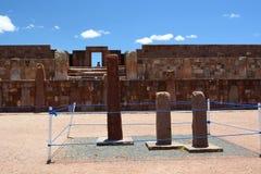 Monoliter i den Kalasasaya templet Tiwanaku arkeologisk plats _ royaltyfria bilder