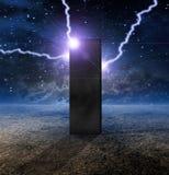 Monolithe étrange sur la planète Photos stock