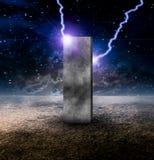 Monolithe étrange sur la planète sans vie illustration libre de droits
