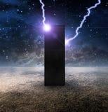 Monolithe étrange sur la planète sans vie illustration stock