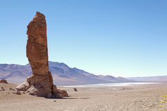 Monolithe géologique près de Salar le Tara, Chili Image stock