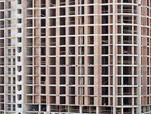 Monolithische kaderbouw op voorgevel die - in aanbouw bouwen Royalty-vrije Stock Foto's