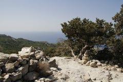 从monolithos城堡的风景视图 库存图片