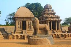 monolitiskt vagga snittet fem Rathas på Mahabalipuram, Indien Royaltyfri Foto