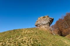 Monolito de la piedra caliza - formación Lessinia Italia de la erosión del karst fotos de archivo