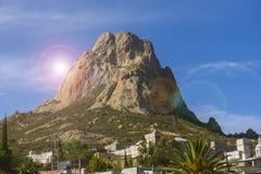 Monolito di Bernal nel Messico con cielo blu nei precedenti immagini stock libere da diritti