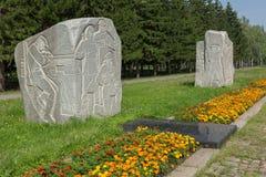 Monolity granit na drodze wojna z rzeźbiącymi wojskowych epizodami i rok Park kultura i odpoczynek wymieniający póżniej Fotografia Royalty Free