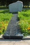 Monolity granit na drodze wojna z rzeźbiącymi wojskowych epizodami i rok Park kultura i odpoczynek wymieniający póżniej obrazy royalty free