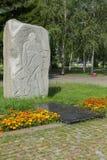Monolity granit na drodze wojna z rzeźbiącymi wojskowych epizodami i rok Park kultura i odpoczynek wymieniający póżniej zdjęcie stock