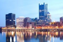 Monongahela河和街市地平线在匹兹堡 免版税图库摄影