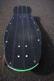 Monopatín del negro de Longboard del estilo del vintage Fotografía de archivo