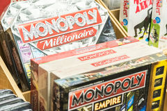 Monopol gra Dla sprzedaży Na Bibliotecznej półce obraz royalty free