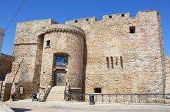 MONOPOLI,意大利- 2017年8月4日:查理五世城堡在Monopoli市,普利亚,意大利 免版税库存照片