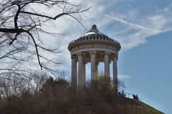 Monopteros στους αγγλικούς κήπους στο Μόναχο στη Γερμανία στοκ φωτογραφίες με δικαίωμα ελεύθερης χρήσης