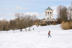 Monopteros im Winter Stockfotos