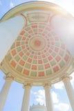Monopteros tempel i den engelska trädgården, Munich Bayern, Tyskland Arkivfoto