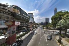 Monorrail en el lugar caótico de Bukit Bintang Fotografía de archivo