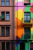 Monotono contro colorful Fotografie Stock Libere da Diritti