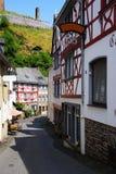 Monreal - la maggior parte di bella città in Renania Palatinato Immagini Stock Libere da Diritti