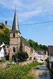 Monreal - la mayoría de la ciudad hermosa en Renania Palatinado Fotografía de archivo libre de regalías