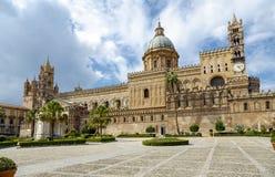 Monreale domkyrka (Duomo di Monreale) på Monreale, nära Palermo, Sicilien, Italien Fotografering för Bildbyråer
