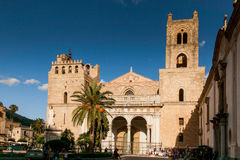 MONREALE ITALIEN - Oktober 13, 2009: Den byggda Monreale domkyrkan Arkivbilder