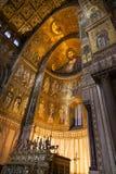 MONREALE ITALIEN - Oktober 13, 2009: Inre av domkyrkan av Royaltyfri Fotografi