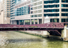 Monroe Adams Street Bridge in Chicago stock foto
