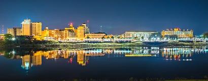 Monroe Louisiana miasta linia horyzontu przy nocą zdjęcie royalty free