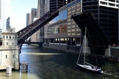 Monroe Street Bridge i lyftt position Royaltyfria Bilder