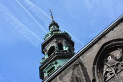MONS, BELGIEN 28. Juli 2016: Turm des Heiligen Elisabeth lizenzfreie stockbilder