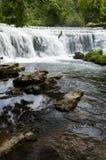Monsal Dale Weir, Wye do rio imagens de stock royalty free